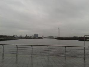 Kollar ut över havet mot Glasgow centrum